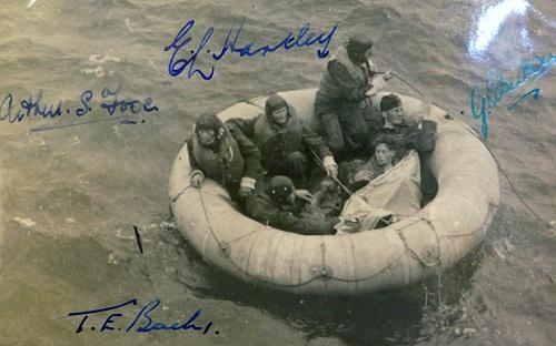 11 ngày lênh đênh trên biển của nhóm phi công Anh 1