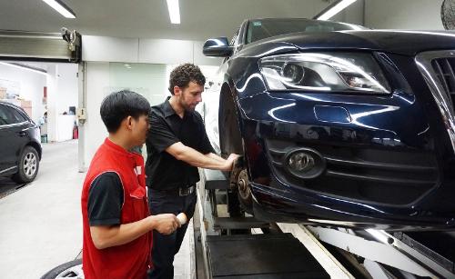 Chuyên gia kỹ thuật Audi toàn cầu kiểm tra xe tại Việt Nam 1