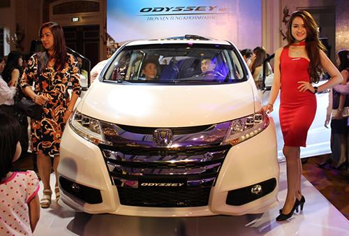 Honda Odyssey có giá gần 2 tỷ tại Việt Nam 1