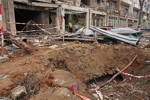 Người đàn ông đá vào vật nổ ở Hà Đông vì tưởng lu ép giấy 1