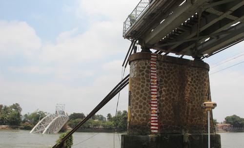 Độ an toàn của các mố cầu được quan tâm trong lúc bàn các phương án xây cầu. Ảnh: Phước Tuấn