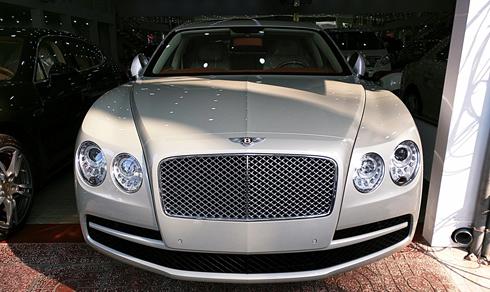 Hàng hiếm Bentley Flying Spur V8 giá 13 tỷ ở Việt Nam 1
