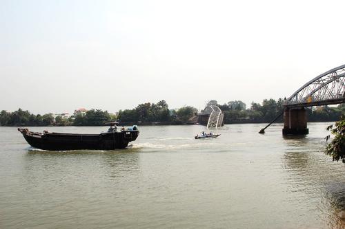 Tàu thủy dưới 400 tấn được phép qua cầu Ghềnh 1