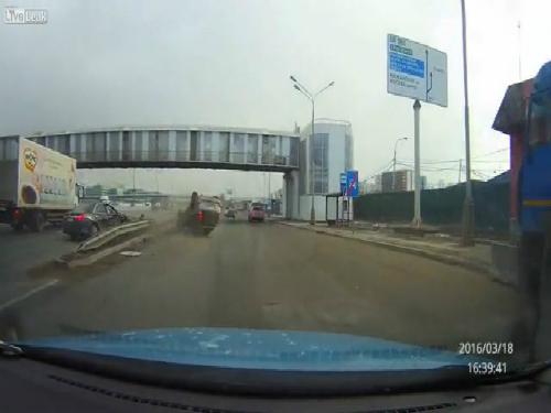 Sự lạnh lùng của người đi đường Trung Quốc 2