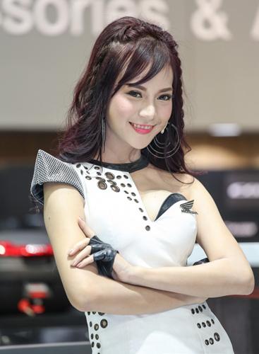 nguoi-dep-khoe-dang-tai-trien-lam-oto-lon-nhat-thai-lan-page-2-2