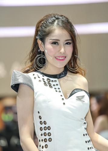 nguoi-dep-khoe-dang-tai-trien-lam-oto-lon-nhat-thai-lan-page-2-3