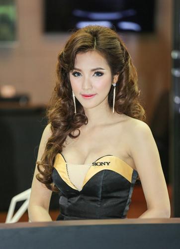 nguoi-dep-khoe-dang-tai-trien-lam-oto-lon-nhat-thai-lan-page-2-5