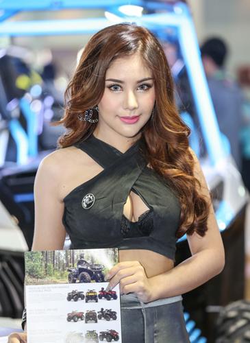 nguoi-dep-khoe-dang-tai-trien-lam-oto-lon-nhat-thai-lan-page-2-8
