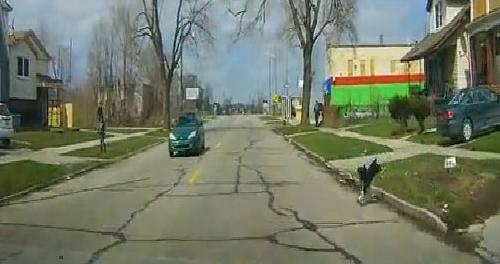 Hai lần lao vào xe hơi tự tử 2