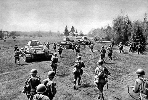 Trận đại chiến xe tăng lớn nhất mọi thời đại 1