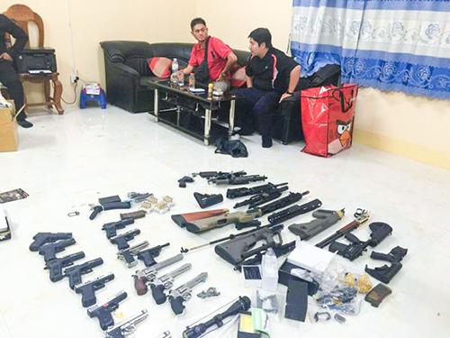 Hai người Việt chuyển lậu hàng chục khẩu súng ở Campuchia