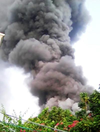 Xưởng may hàng nghìn m2 ven Sài Gòn bị thiêu rụi 1