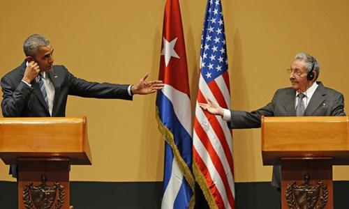 Tổng thống Mỹ Barack Obama (trái) và Chủ tịch Cuba Raul Castro trong cuộc họp báo chung diễn ra hôm qua ở Havana. Ảnh: Miami Herald
