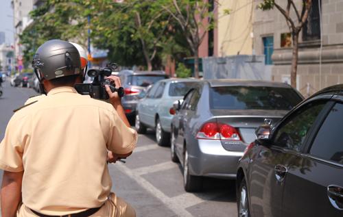 """Cảnh sát giao thông siết """"phạt nguội"""" ôtô ở trung tâm Sài Gòn 2"""