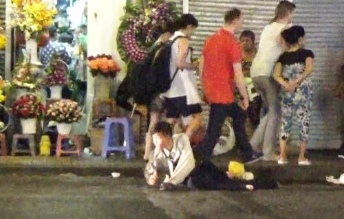 Thanh niên giả bị liệt xin tiền triệu ở trung tâm Sài Gòn 1