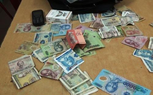 Thanh niên giả bị liệt xin tiền triệu ở trung tâm Sài Gòn 3