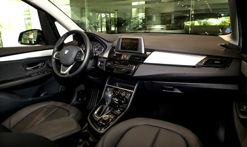 BMW 218i GT có giá gần 1,5 tỷ đồng 2
