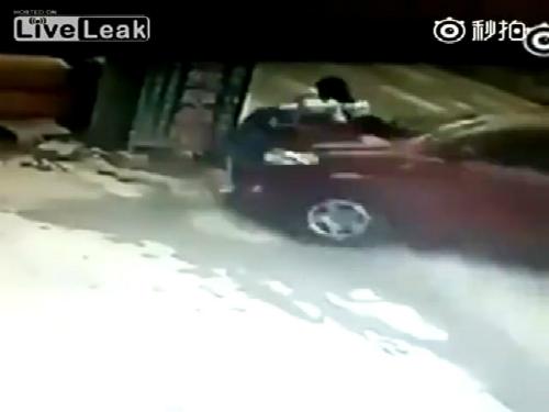 Tai nạn khủng khiếp với hai học sinh Trung Quốc 1