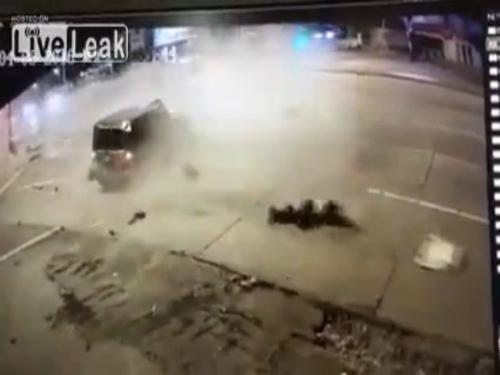 Hành khách văng ra từ ôtô tai nạn 1