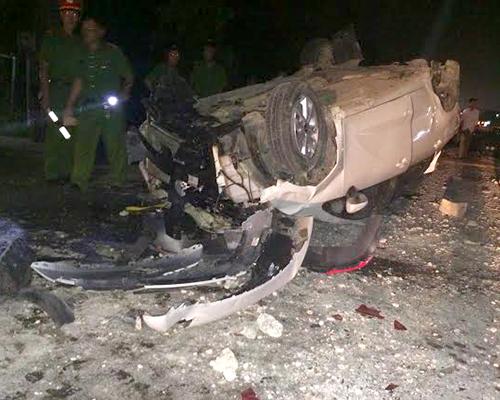Ôtô 4 chỗ nát tươm sau tai nạn liên hoàn, 6 người nhập viện 1