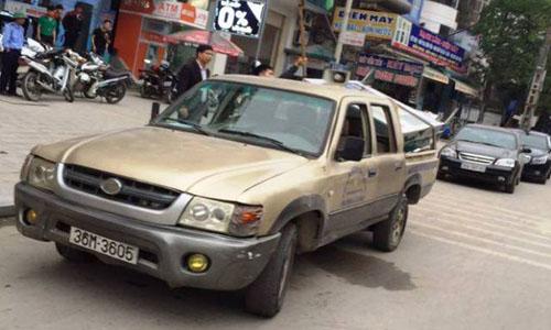 Cán bộ phường dùng xe hết hạn đi xử lý vi phạm
