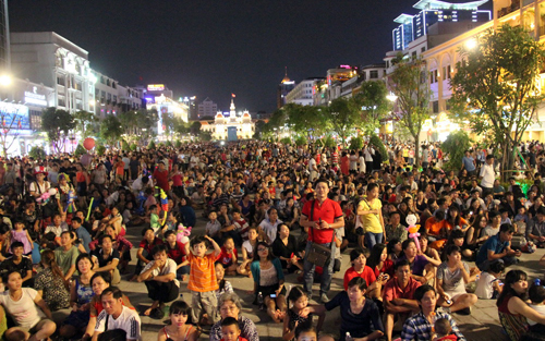 TP HCM cấm tụ tập, làm mất trật tự ở phố đi bộ Nguyễn Huệ 1