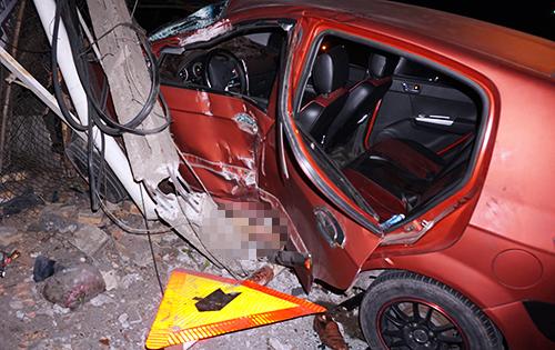 Hai ôtô và xe máy đâm liên hoàn, cô gái bị kéo lê 3
