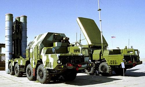 Hệ thống tên lửa đất đối không S-300. Ảnh: AP.