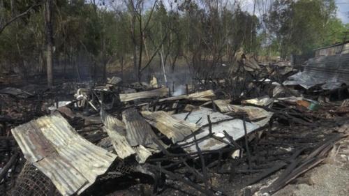 Chín căn nhà ở Cà Mau bị cháy rụi trong 30 phút 1