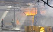 Công nhân xưởng gỗ chạy tán loạn khi phát hiện cháy
