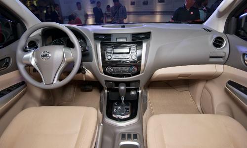 Nissan NP300 Navara bản một cầu số tự động về Việt Nam 2