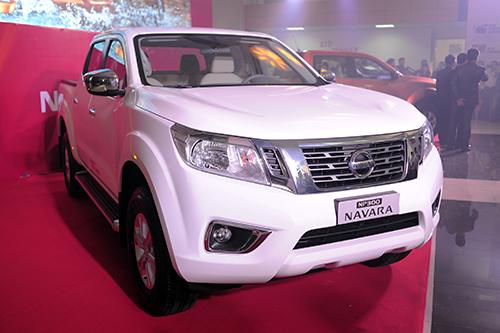 Nissan NP300 Navara bản một cầu số tự động về Việt Nam 1