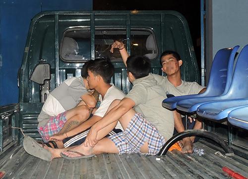Một số học viên kích động bị bắt giữ. Ảnh: Xuân Thắng