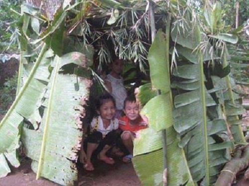 Những căn nhà bằng lá chuối rất giản dị nhưng chứa đựng đầy niềm vui.