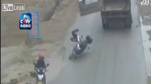 Cái chết oan của người đi xe máy 1