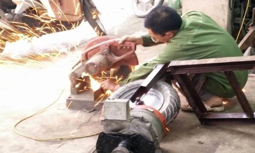Nông dân sáng chế máy cấy giúp vợ việc đồng áng 2