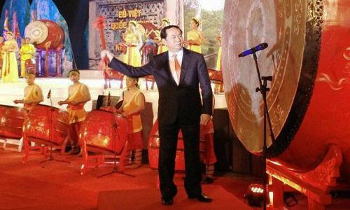 Tân Chủ tịch nước dự lễ thả hoa đăng cầu quốc thái dân an 1