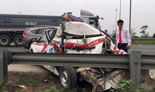 6 người thoát nạn trong taxi biến dạng 2