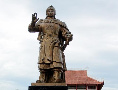 Những vị vua trong sử Việt hạ mình nhận lỗi 2