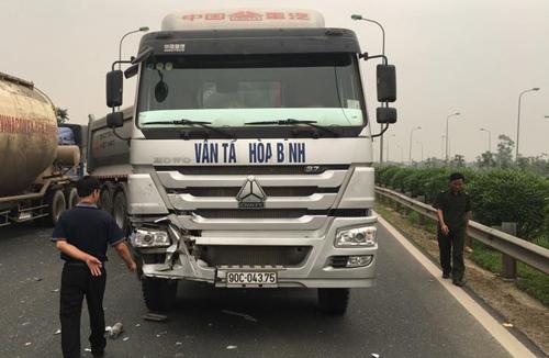 6 người thoát nạn trong taxi biến dạng 3