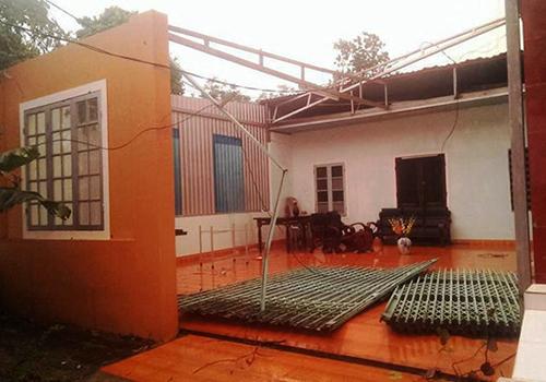 Lốc xoáy làm tốc mái hơn 300 ngôi nhà ở Huế 1