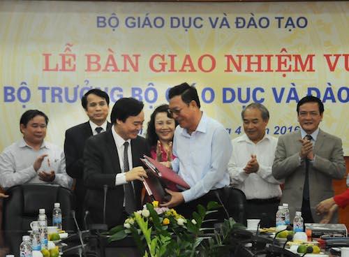 B-tr-ng-Phung-Xuan-Nh-va-B-tr-7078-2184-