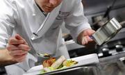 Tạp vụ trở thành giám đốc trường dạy nấu ăn nổi tiếng Hà Nội