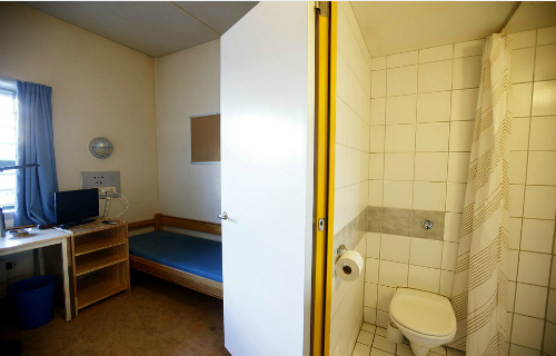 Cuộc sống trong tù của kẻ thảm sát Na Uy thắng kiện chính phủ 3