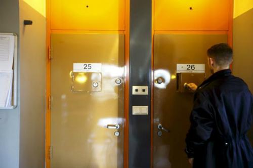 Cuộc sống trong tù của kẻ thảm sát Na Uy thắng kiện chính phủ 2