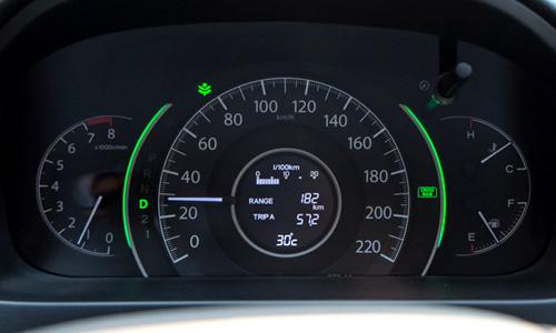 Tài xế Việt lái xe số tự động có đúng cách? 6