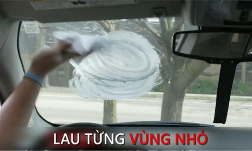 Cách chống mờ kính lái bằng kem cạo râu 1