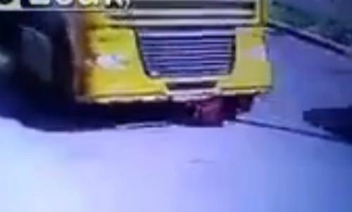 Bus chở học sinh lật, nhiều người bị thương 2