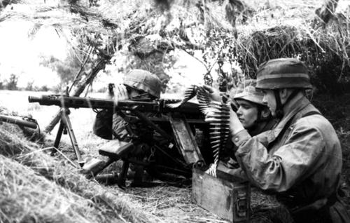 """""""Chiếc cưa xương"""" của Hitler khiến lính Mỹ khiếp đảm 2"""