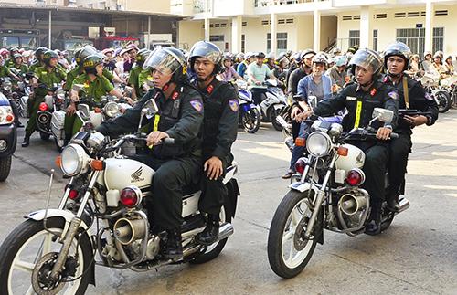 Hàng nghìn cảnh sát bảo vệ người dân TP HCM vui lễ 1